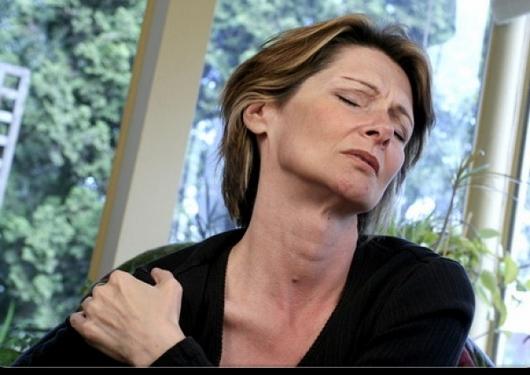 Боль в плечевых суставах и пояснице