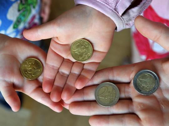 Научить детей тратить деньги