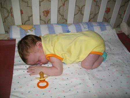 Сон малыша на животике