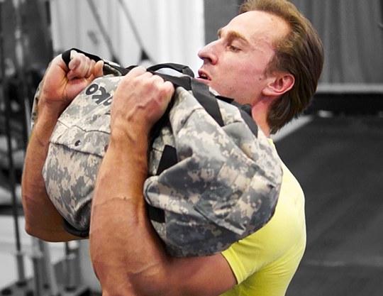 Упражнения с сэндбэгом